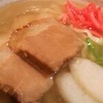 琉そば - 三枚肉と糸満産の蒲鉾。