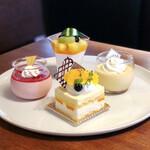 カフェ ジャルディーノ ピッツェリア - 2皿目@いちごのパンナコッタ、マンゴー杏仁、プリン、ヨーグルトムース