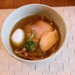 らぁ麺や 汐そば雫 - 料理写真:あじ玉汐そぱ 900円