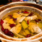 135269595 - ✔︎ 主菜                       ・四川沸騰魚 石垣島直送鮮魚の青山椒オイル ヒーヒー煮                       白身魚と野菜たっぷり。                       オイリーなんだけど、夏にぴったりの爽やかな逸品。