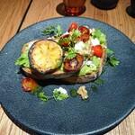 エチュード モンズカフェ - トマトとカッテージチーズのオープンサンドプレート