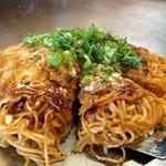 鉄板焼 蓮 - 肉玉から麺〈半熟卵〉