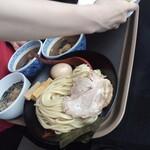 三田製麺所 - 手前・三田盛つけ麺(大)1000円
