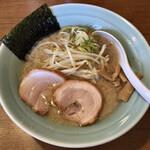 麺通 - らーめん:太麺(背脂醤油)半麺で 780円