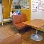 やまとやパーラー - テーブル席