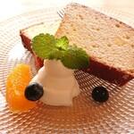 おーくら亭 - 自家製レモンケーキ