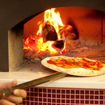 ルーティンダイニング - 内観写真:400℃で焼き上げる本格薪窯ナポリピッツア