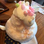 築地本願寺カフェ Tsumugi - 天然水の削り氷~桃ミルク(なごりの桜)