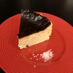 中之島ソーシャルイートアウェイク - バスクチーズケーキ。ソルト添え