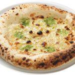 アドピッツア - ガーリックバター ¥380 ガーリックの風味のインパクトのあるピッツァ