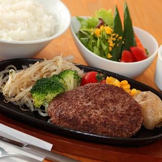 牛和鹿で美味しいハンバーグ食べれるのはBBQ店だけ