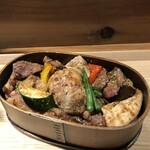 ワインショップ&ダイナー FUJIMARU - 野菜に焼鳥盛り沢山