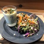 ワインショップ&ダイナー FUJIMARU - 枝豆スープ具沢山いりとアーモンドがかかったサラダ
