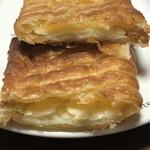 パン工房 ル・パン - グラタンチーズパイの断面