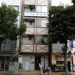 135339218 - お店の外観、5階建ての小奇麗なビルです。