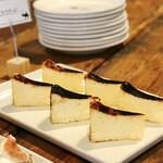 The LOAF Cafe - バスクチーズ@乳脂肪分の高いバスクチーズ