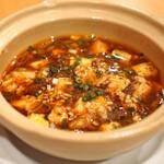 中国料理 琥珀 - 木綿豆腐と特製辣油を使った木格麻婆豆腐