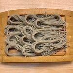 135347136 - へぎそば(一人前) ¥780 の麺