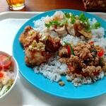カフェ ガパオ - ガパオ、シンガポール蒸し鶏、油淋鶏、春雨サラダ