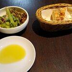 アレーナ・ロッサ - サラダとパン