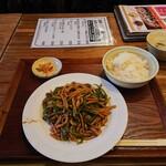 中国茶房8 - 青椒肉絲定食699円(+税)。