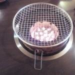Yakinikutsuruyakashihara - この練炭で焼きます