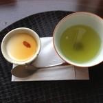 アンズカフェ - 杏仁豆腐とお番茶