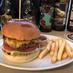 BEER PUB CAMDEN - チーズバーガーとセットのポテト