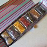 135371172 - オリジナルアソート7個入:マロン、チョコレート、オレンジ、バニラフレーズ、ピスタチオショコラ、キャラメルフィグ、抹茶(包装)