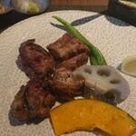 GRILL DINING 薪火 - 国産牛サイコロステーキ 焼き野菜のサブウェイ添え   陶板スタイル