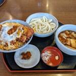 かるた - 料理写真:サービスカツ丼と肉汁うどんセット