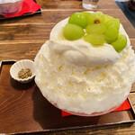 サカノウエカフェ - 生はちみつシャインマスカット 1,700円