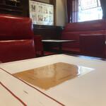 Brasserie VIRON - 赤がカッコいい