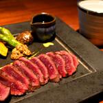 135383582 - 最高の焼具合で馬肉の味を楽しめます。