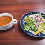 欧風食堂 プティポワ - スープとサラダ