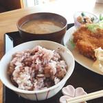 きっさ おばあちゃん家 - 雑穀米と減塩のお味噌汁