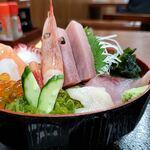 丼の店 おいかわ - 横から 宮古海鮮丼