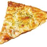 リヨン ソレイユ - 焼きたてはトロッとしたチーズがたまらない、窯焼きピザ(220円)