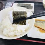 資さんうどん - 海苔はご飯を包んで・・ 皆さんと同じ食べ方