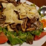 ラ メゾン ダミ - 砂肝のコンフィとチーズのサラダ 1300円