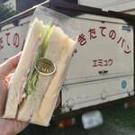 パン工房 EMU - 2色サンド(タマゴ・ハム)230円