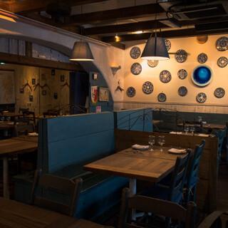 人々の交流の場として…。港町を感じる大人のためのレストラン