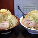 麺家 大須賀 - 料理写真:左、辛味噌ラーメン、右、ともラーメン