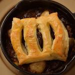 フレンチーナ - 牛ほほ肉の味噌赤ワイン煮とマッシュポテトのパイ包み