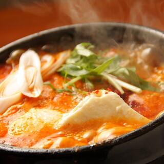 当店自慢◎味わい深い「スンドゥブ鍋」をお召し上がりください!