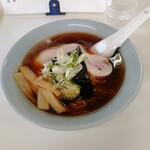 王将ラーメン - 料理写真:醤油ラーメン、少しやわらか目の麺です