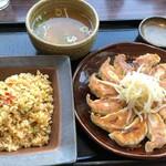 五味八珍 - 浜松餃子と五目チャーハンのセット990円税抜