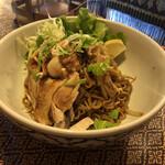 タイの食卓 パクチータイ - 料理写真:汁なし麺。ちょっと甘いのがクセになる。