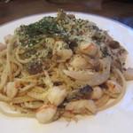 西洋料理店 エスコフィエ - 海老、帆立、きのこ入りスパゲッティ(\1,365-)