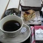 森のアトリエ - セットのコーヒー+200円♪ ケーキ付き♪